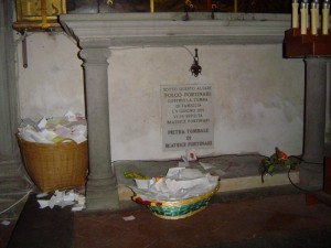 Dante'nin platonik aşkı Beatrice Mezarı (Mektup bırakılan bölümü)