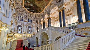 Hermitage-Museum-St-Petersburg-Inside-hermitage-stairs-Русия-–-Санкт-Петербург-и-Москва-1920x1080
